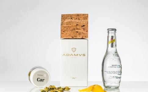 Adamus | Schweppes Pimenta Rosa | Limão, Cardamomo